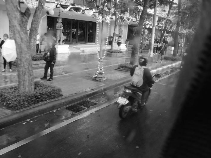 motorcycle on rajchadumnuen road Thailand Bangkok Bike Black And White Black And White Photography City City Life Day Metropolis Monochrome Monochrome Photography Monotone Motorbike Motorcycle Outdoors Rajchadumnuen Rajchadumnuen Road Road Street Street Photography Streetphotography Thailand Traffic Traffic Jam Trafficjam