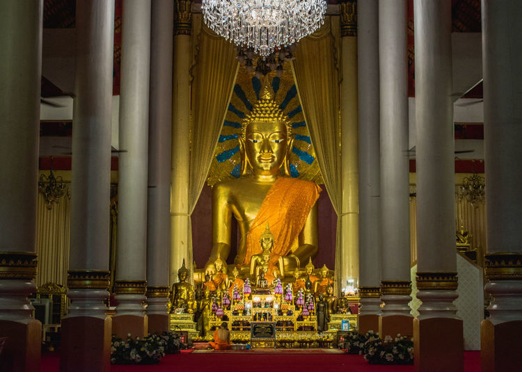 Belief Religion Spirituality Place Of Worship Built Structure Architecture Art And Craft Statue Sculpture Human Representation Representation Building Male Likeness Gold Colored Creativity Indoors  Illuminated No People Architectural Column Ornate Altar Gilded Idol