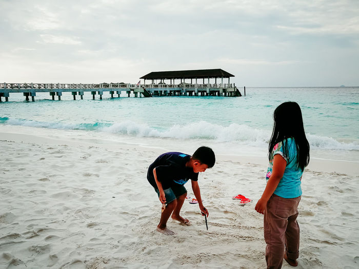 pulau redang, malaysia Beach Land Sea Child Water Real People Childhood Sky Family Togetherness Two People Lifestyles Leisure Activity Women Girls Bonding Sand Females Horizon Over Water Outdoors Sister