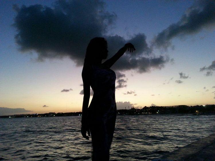 Silhouette That's Me Enjoying Life Hello World Beach Life COOOL I LOVE IT ♥ Taking Photos