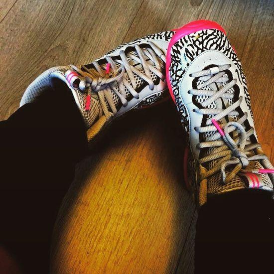 I do selfie .... So do my sneackers 😛😝 Nike Sneackers NikeLittlePosite