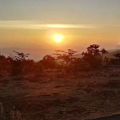 At sunrise, nature is painting for us ,day after day .... picture of infinite beauty - John Ruskin Sunrise Beauty Bliss Early Dusk Mahablashwer Wilsonpoint Shyadris Maharashta Mountains Nature View Scenery Traveldiaries Travel TravelTales India Incredibleindia Vibrant ml