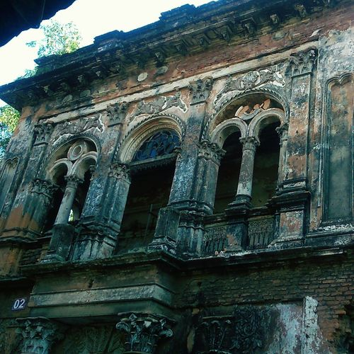 Low Angle View Built Structure Architecture Sky Building Exterior No People History Outdoors Travel Destinations Day Place Of Worship Close-up Adapted To The City Uniqueness Vintage❤ Vintage Photography Oldtown Mughal_era Mughal Establishments In Bangladesh Artistic Photography Bangladesh In Colors Asian Culture Rare View Old Buildings Bangladesh 🇧🇩 Minimalist Architecture