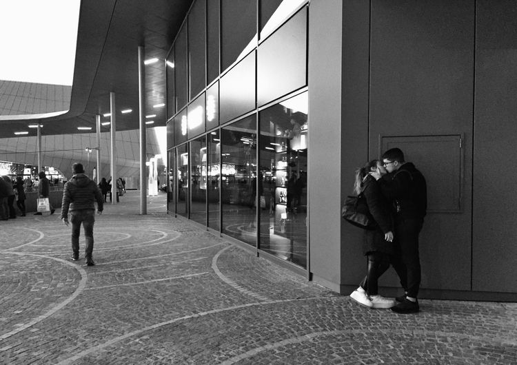 Mobile Photography Streetphotography Black & White Black And White Blackandwhite Streetphotography Couple Kiss Love Architecture Built Structure Real People Full Length People Building Exterior Lifestyles City Standing #NotYourCliche Love Letter The Art Of Street Photography