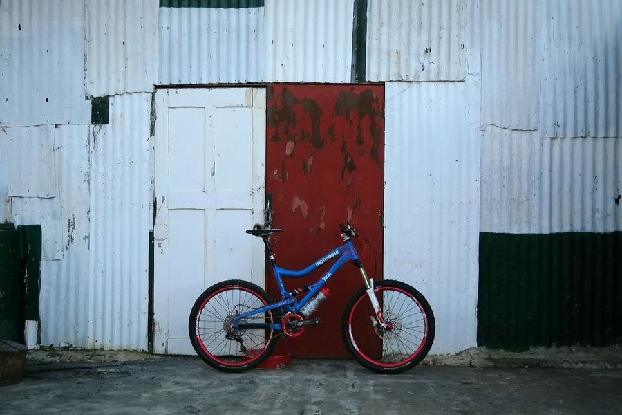 Rural Scene Mountain Bike Bicycle Bike Outdoors Parked Street Stationary Gate Colour Of Life Enduromtb Enduro Transportation Transport Land Vehicle Leisure Activity Sport