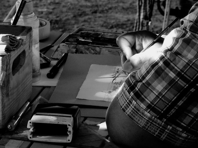 Drawing your worries away... Live To Learn EEA3 - Dresden Shades Of Grey Creative Light And Shadow The Photojournalist - 2015 EyeEm Awards Learn & Shoot: Single Light Source Capturing Freedom Sound Of Life Find Your Passion Hands At Work
