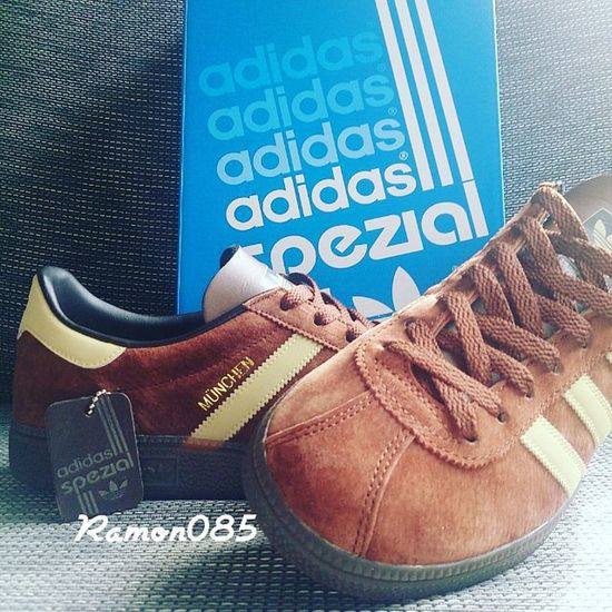 For me the only proper way to lace up the vintage models. Allholesup Adidasmunchenspzl Adidasmunchen Adidas Trefoilonmyfeet Thebrandwiththethreestripes Ramon085 Adidicted Adiporn Casualclobber CPCompany Stoneisland  Burberry Lacoste Lyleandscott Victorinox Fjällräven PaulandShark