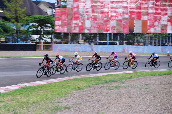 EyeEm Indonesia Cyclingphoto Bitc Race Sports Photography Cycling Sentulsircuit INDONESIA Fujifilm Fuji Xt10