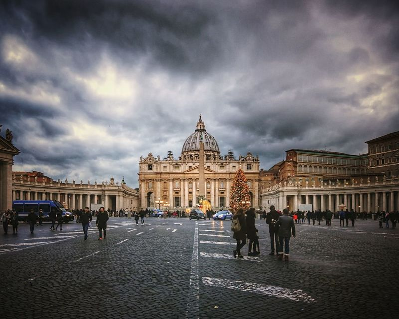 Vatican ahead! The world's smallest country has less than 1000 habitants. Pope Vatican Catholicism Christianity Cathedral Arts Culture And Entertainment Outdoors City Moving Around Rome Stories From The City My Best Travel Photo