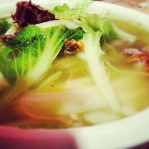Disfrutando una deliciosa sopa oriental de pato. Clubsocial Soup Sopa Exquisites food delicious fooddie china venezuela