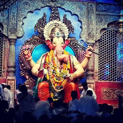 Ganesha Lalbhagcha Raja Mumbai Early Morning Click Soo Many People Blessed Enjoy...