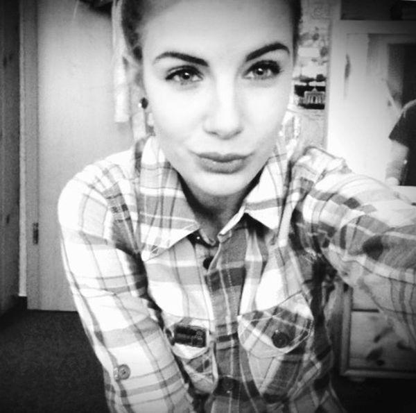 Hinfallen, aufstehen, Krone richten, weiter gehen Girl Beauty Follow Me Blackandwhite Portrait Germany