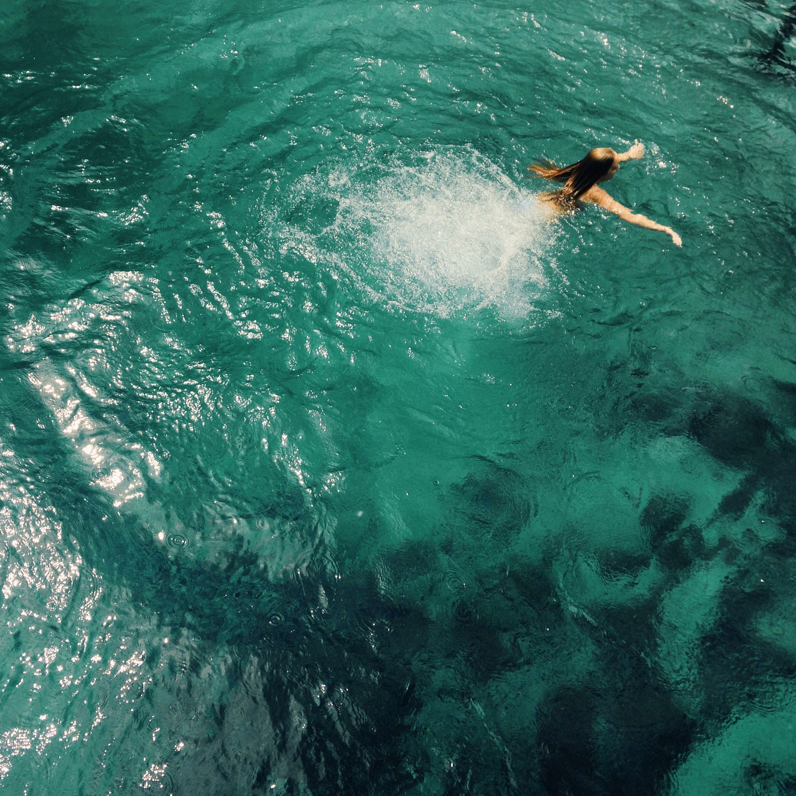 water, lifestyles, leisure activity, enjoyment, full length, sea, fun, high angle view, vacations, swimming, waterfront, men, motion, jumping, carefree, sunlight, recreational pursuit, adventure