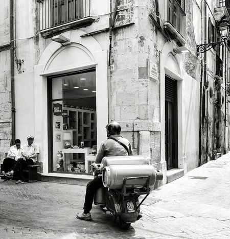 """from my SICILY 2016 - Series... """"Oversize load"""" The Street Photographer - 2016 EyeEm Awards Siracusa Bianco E Nero Streetphoto Streetphotography Bnw Photography Streetphotographer Sicily, Italy Siracusa Sicily Two Is Better Than One"""