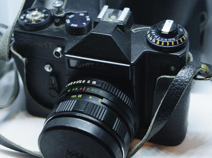 old camera Single-lens Reflex Camera EyeEm Selects Film Industry Photography Themes SLR Camera Technology Camera - Photographic Equipment Black Color Modern Close-up Camera Photographic Equipment Vintage Retro Analog