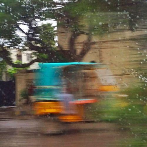 Is it a bird? Is it a plane? Karachi rains Karachi Pakistan Aimanadeel Streetphotography Photographerslifeforme Rain Raining RainyDay Pouring RainyDays Water Clouds Cloudy Photooftheday Puddle Rickshaw Instagood Gloomy Rainyweather Rainydayz Splash Downpour Instarain