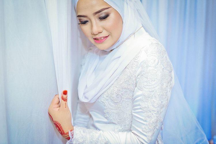 EyeEm Selects Young Women Human Hand Beautiful Woman Women Beauty Portrait Beautiful People Females Fashion Close-up