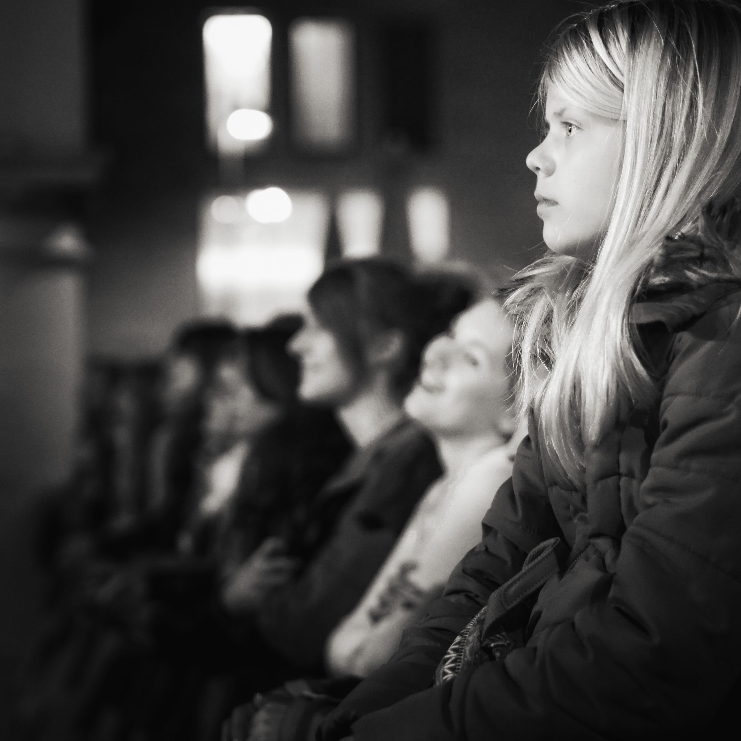 real people, side view, indoors, young women, focus on foreground, young adult, togetherness, leisure activity, lifestyles, women, sitting, friendship, blond hair, close-up, day, people
