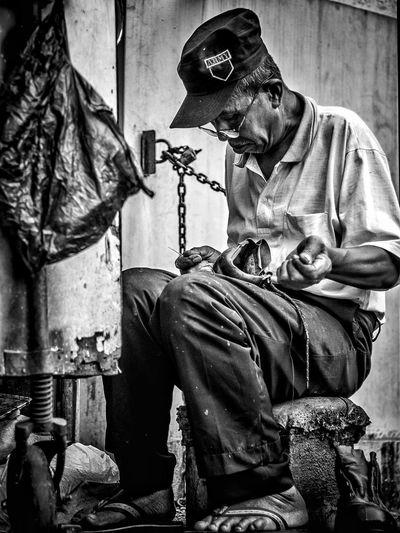 Shoe Repair Black & White EyeEmNewHere Man Black And White Blackandwhite Blankandwhitephotography Humaninterest Humaninterest_id Humaninterest_indonesia Humaninterestid Humaninterestindonesia Humaninterestphotography Humaninterestphotos Oldman Shoerepair