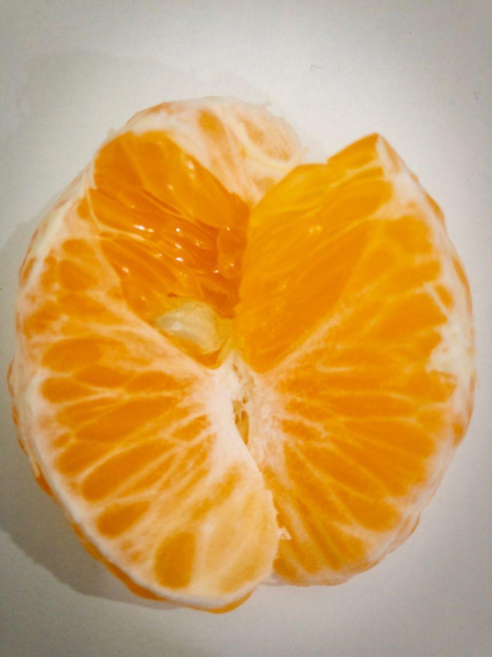food, food and drink, citrus fruit, healthy eating, freshness, fruit, indoors, slice, still life, wellbeing, studio shot, close-up, no people, white background, orange color, orange, orange - fruit, yellow, directly above, cross section, ripe