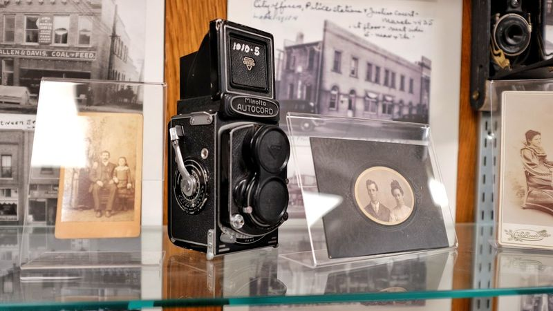 Fairbury city museum Fairbury, Nebraska Antiques Autochord Film Camera Historical History History Of Photography History Through The Lens  Minolta Museum Nebraska Photography Research Tools Of The Trade Twin Lens Reflex