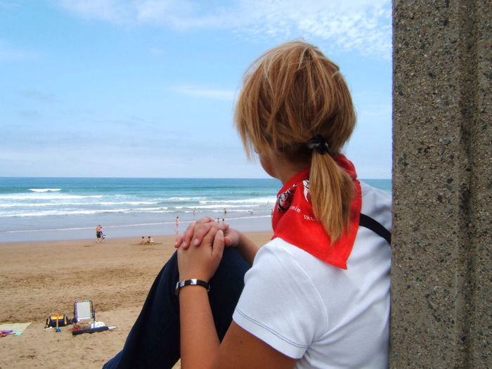 Sea One Person Red Beach Horizon Over Water Sky Water Day Real People Outdoors Leisure Activity One Woman Only Young Adult One Young Woman Only Young Women Only Women People Adult Zarautz Pais Vasco Eyemphotos EyeEm Gallery Eyemphotography EyeEm Photography ♥