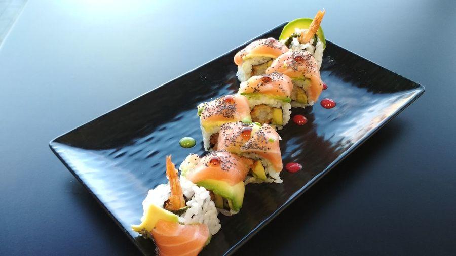 sushi Tiger roll Sushi SLICE Fruit Garnish Comfort Food Close-up Sweet Food Food And Drink Sashimi  Tuna Salmon Shrimp Salmon - Seafood Served Fillet Soy Sauce Oyster  Rice - Food Staple Japanese Food Chopsticks Caviar