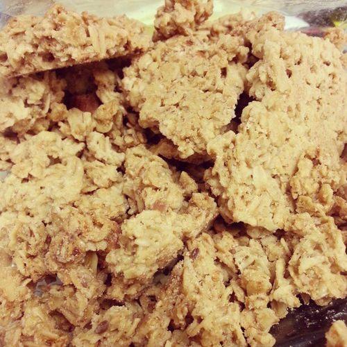 Vanilla Almond granola ♥ Alliveeatentoday Granolalesbian Worksnack Delicious locavore farmersmarket