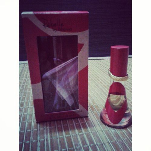 thanx for this cousin, yeay ! Souvenirs Perfume Rebelle Rihanna from london cousin