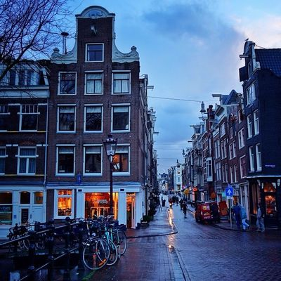Amsterdam morning lights #Amsterdam ❄️❌❌❌? Amsterdamthroughmycamera Amsterdam Holland Blue Igersholland Allshots_ Ic_cities Mokummagazine Insta_holland Capture_today Mashpics From_city