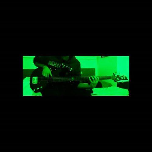 Pluck Green Glow Bass Bassguitar Neon FUZZ