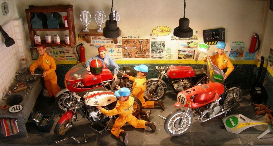 Boxes Dioramas Madelman Mecanic Motorbikes Motorbikes Art Toys Toys Art