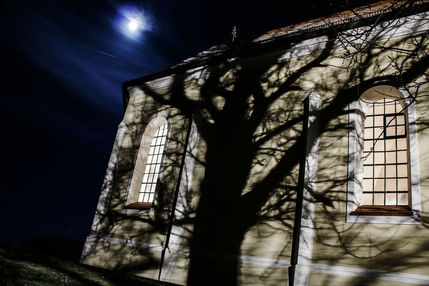 Peters Church 👻 Church Sky Architecture Religion Night Full Moon 🌕 Spooky Holyspirit Saint Sinners And Saints Sinner Ghost Spooky Atmosphere Creepy Creepy House Church Tower Night View Night Sky EyeEmNewHere Beautiful Spirit Heilig