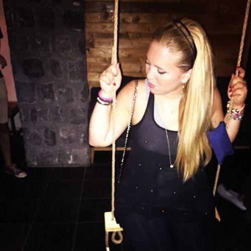 """Scrivilo sui muri io voglio vivere senza mai senza mai perder neanche un'occasione io non mi siedo lì io voglio vivere """"sopra..."""" io voglio vivere una volta sola! Vascorossi Pensieri Cratere Giovedìsera Estate2015 Giovedícratere Altalena Naples Napoli"""