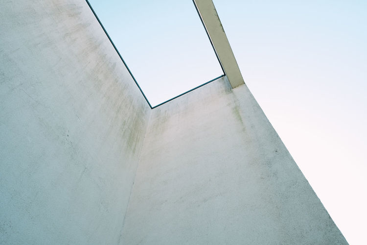 BLUE SKY Minimalism Minimalist Architecture My Best Photo Architecture Built Structure Building No People Wall - Building Feature Copy Space Day Modern Ceiling Blue Sky Sky Concrete City White Building Exterior Low Angle View Outdoors Clear Sky Nature White Color Wall Sunlight Blue Geometric Shape The Architect - 2019 EyeEm Awards