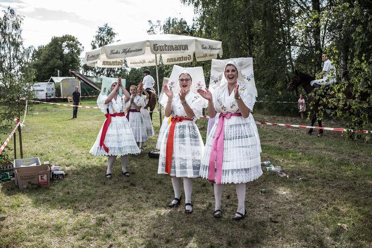 Brandenburg Byhleguhre Folk Costume Hahnrupfen Cheering Germany Girls Lusatia Real People Summer Village Life Young Adult