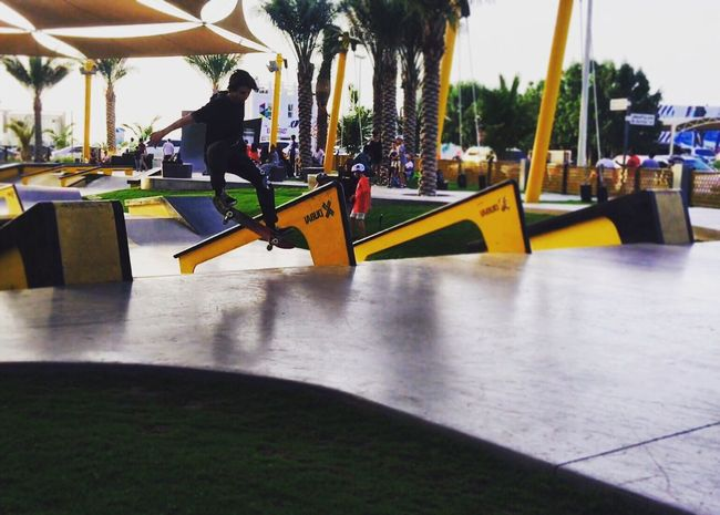 Xdubai Dubai Dubai Skateboarding Skateboarding Skatepark Frontside 180