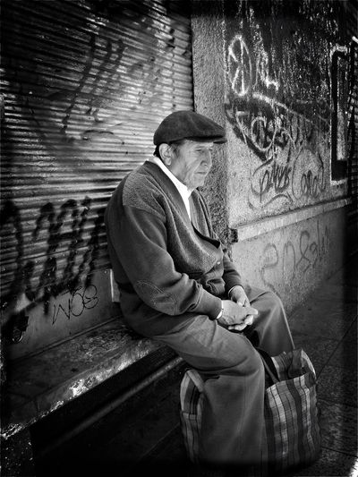 """La espera"" Sitting Senior Adult One Person One Man Only People Real People Portrait Streetphotography Blackandwhite Monochrome Bolivia EyeEm Best Shots - Black + White"
