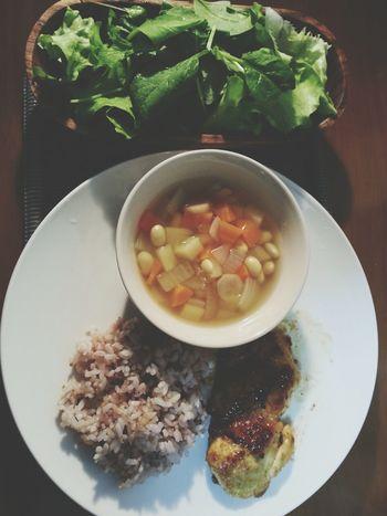 タンドリーチキン、雑穀米、根菜のすーぷ、レタスとグリーンリーフのサラダ