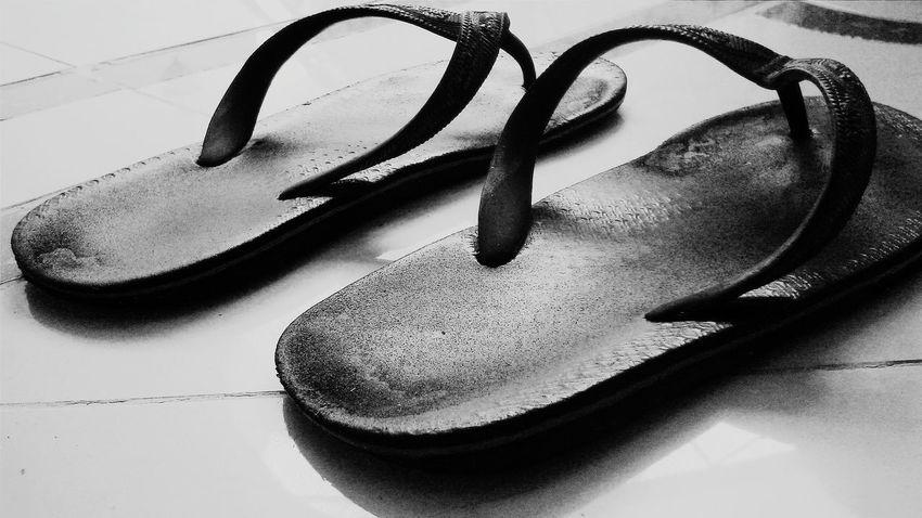 The thinnest Slippers I've been.. Spartan Black&white Vscocam Taking Photos