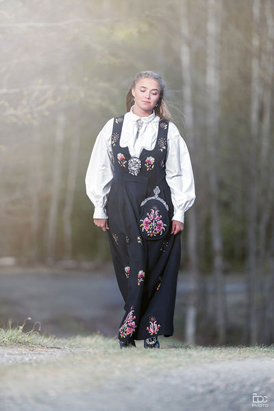 One Person Full Length People Adult Front View Adults Only Only Women Portrait Outdoors Day Nature Blond Hair Young Adult Norway🇳🇴 Females Shadows & Lights Young Women Konfirmasjon  Bunad Norway Girl Eidsvoll Beautiful People Longhair Sunny Day