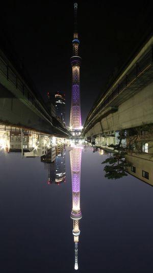 水面に映る スカイツリー スカイツリー Nightphotography EyeEm Best Shots Reflection Reflection_collection Canon Canon Camera 天地逆