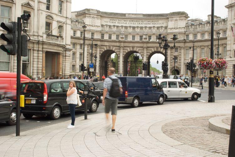 Battle Of The Cities London Trafalgar Square Traffic Lights City Life