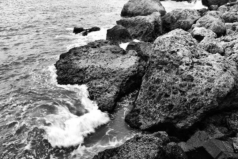 台湾 Taiwan Kaohsiung Travelandtakephoto Travelgood Travel Travelthruthelens Rocks Instagram Instagood Instadaily Instamood Blackandwhite Wilzworkz