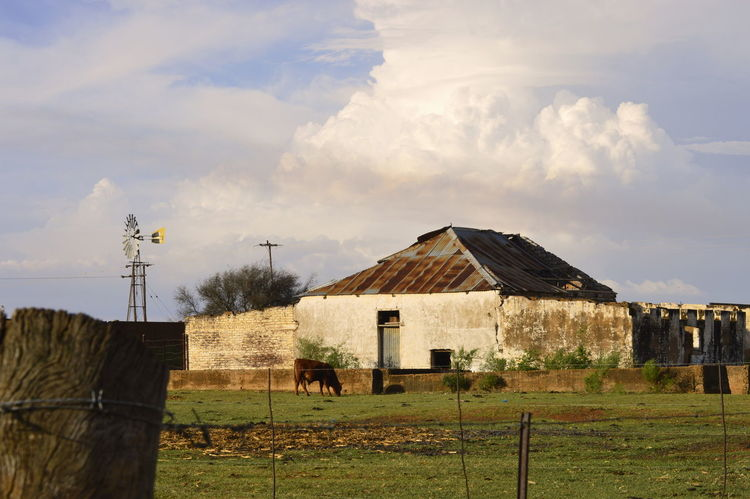 Went for a long walk on a friends farm and found this beautiful old run down farm house. Built Structure No People Amateurphotography Outdoors, Outside, Open-air, Air, Fresh, Fresh Air, Amateur Shot Ruined Building Amateurish Amateur Photography What A Wonderful World Farm House South Africa