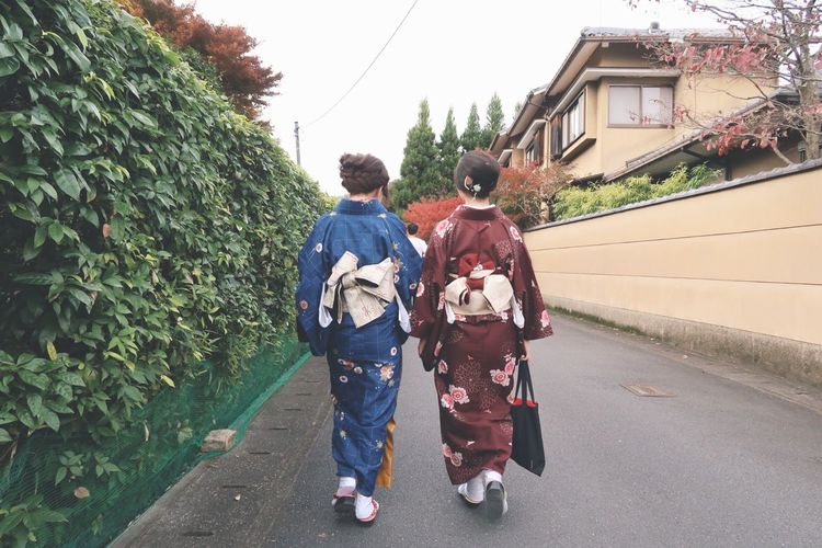 Exploring Style Togetherness The Human Condition People Of EyeEm Japan Tradition Traditions Traditional Kimono Fashion Rear View Travel Outdoors Taking Photos Lieblingsteil Women Around The World