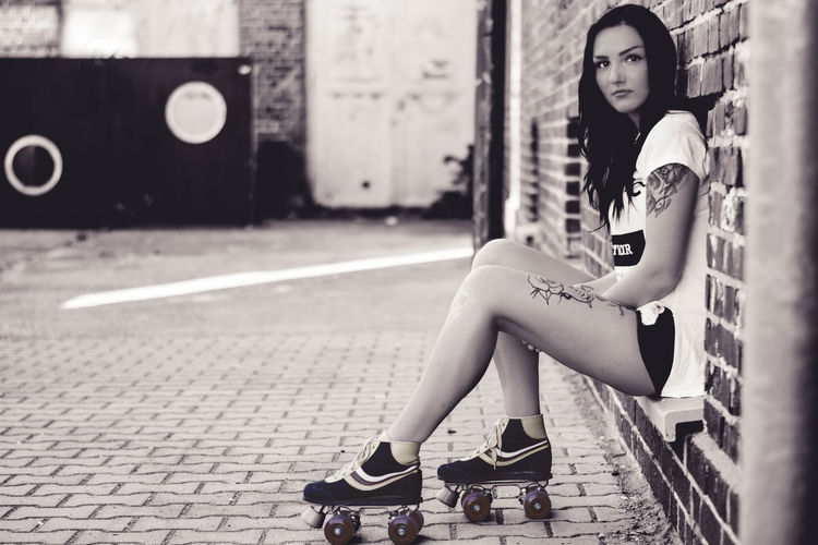 lsamria Rollerskate by www.eightTWOeightSIX.de Leisure Activity Woman Portrait Woman Girl Femme Female Female Model Model Shooting Rollerskates Rollerskate Brunette Beauty Sporty Sportygirl Fashion Style Outdoors Tattoo Tatted Brick Wall Person Sitting Rollerskating Fashionable Women Around The World