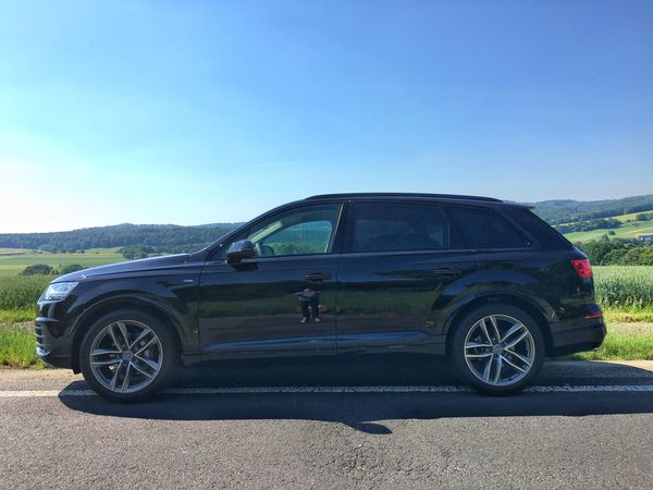 Beautiful day. …grabbed this #Q7 at Audi in Frankfurt; now en route to Hannover!