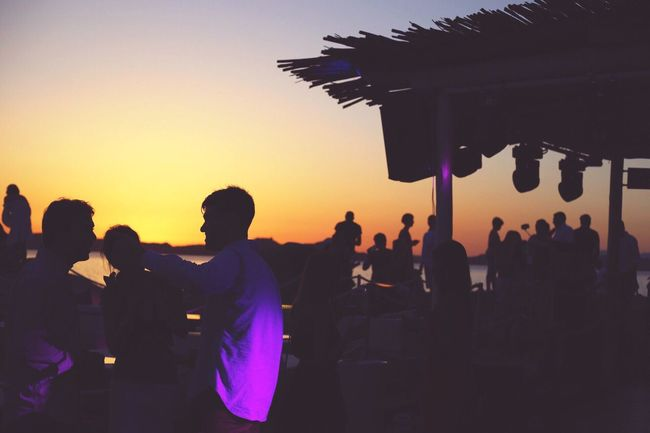 Sommergefühle Large Group Of People Sunset Men Real People Silhouette Leisure Activity Women Lifestyles Togetherness Outdoors Sky Clear Sky Crowd Nature Day Adult People Neon Life Neon Life