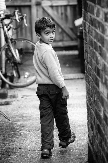 Azi In Alley Streetphotography EyeEm Best Shots Streetphotography_bw Peoplephotography